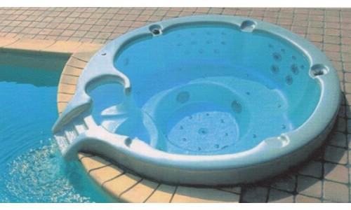 2 modele de piscine de la As Piscine pentru relaxare totala